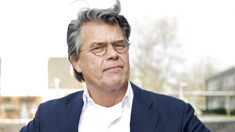любвеобильный голландский пенсионер потребовал омолодить суд