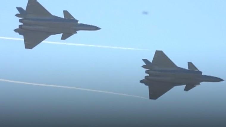 китай показал видео полета истребителей пятого поколения j-20
