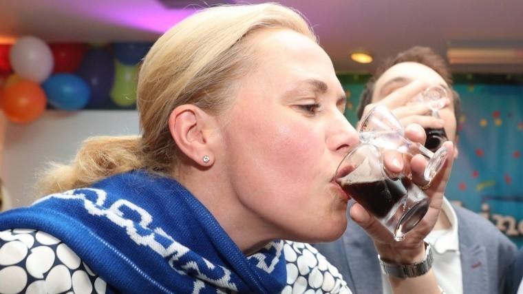 жену экс-президента германии лишили прав пьяной езды
