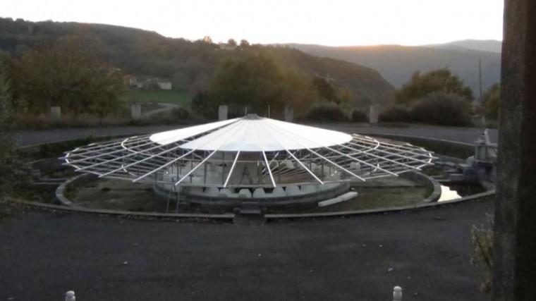 испанский пенсионер построил летающую тарелку заднем дворе видео