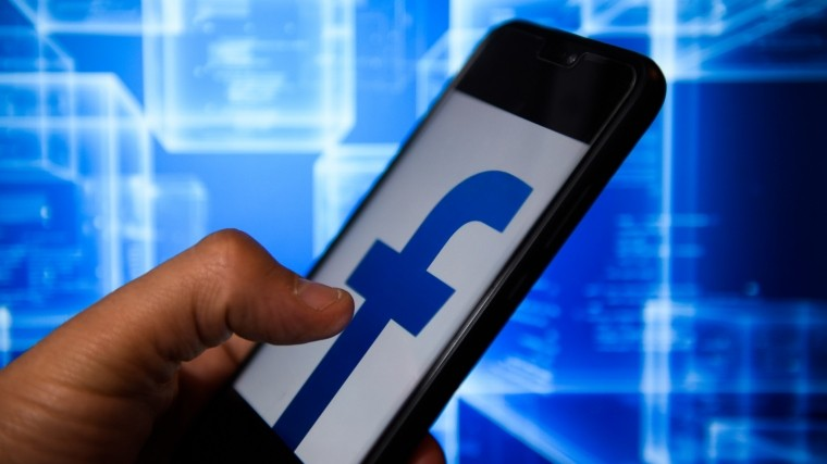 Facebook обвинили впродаже данных пользователей