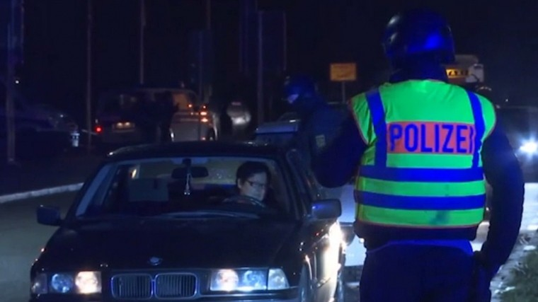 полиция проводит тотальную проверку автомобилей границе франции германии