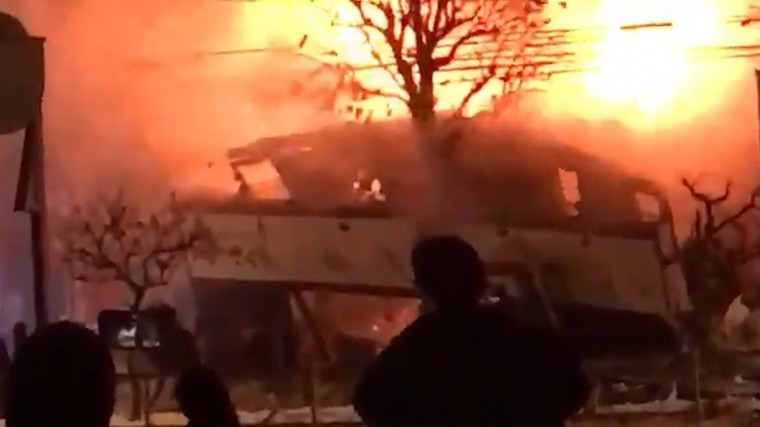 взрыве кафе японии пострадал жуткие кадры
