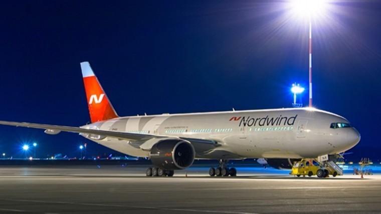 Пассажиров самолета экстренно севшего вСимферополе отправят вМоскву ночью