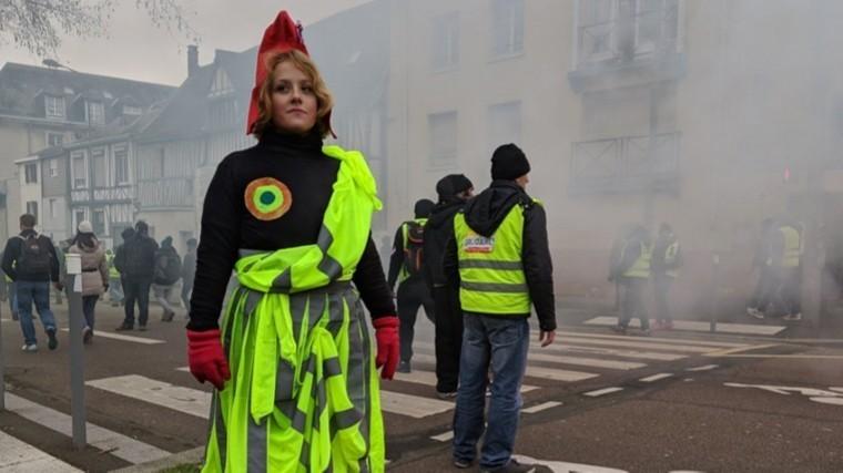 десятый акт протестов желтых жилетов франции задержаны минимум