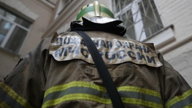 Появились кадры тушения мощного пожара напредприятии под Иркутском