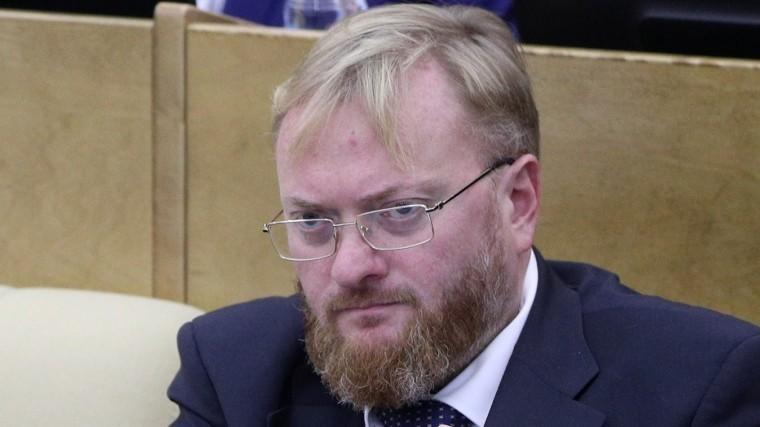 Видео: Виталий Милонов несмог попасть вженское кафе вПетербурге