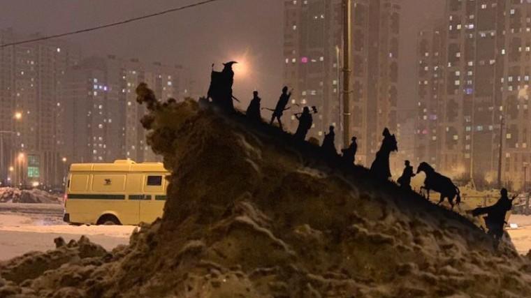 Фото: Грязный петербургский сугроб стал интернет-мемом