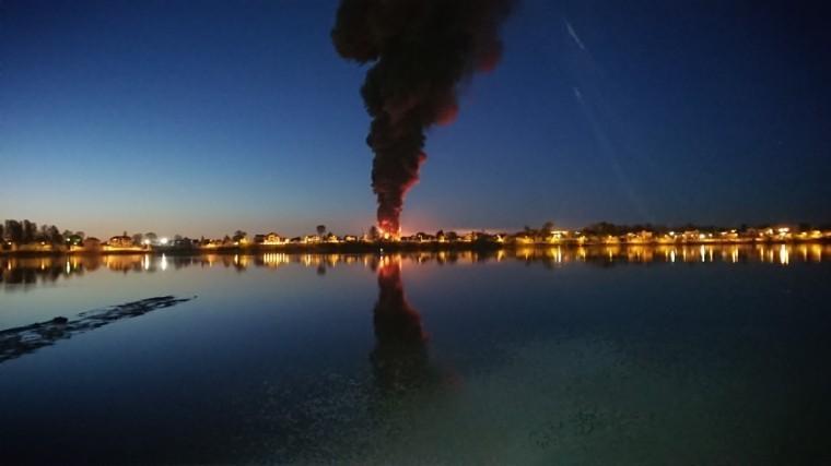 Крупный пожар вЛенинградской области: горят склады— видео