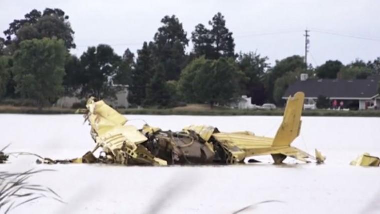 Видео: смертельное столкновение самолетов внебе над Калифорнией