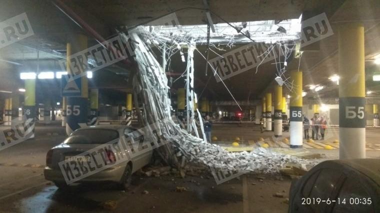 потолок обрушился парковке петербургского мега дыбенко фото