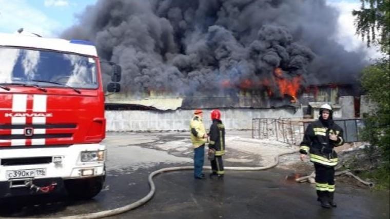 крупный пожар произошел заводе екатеринбурге видео