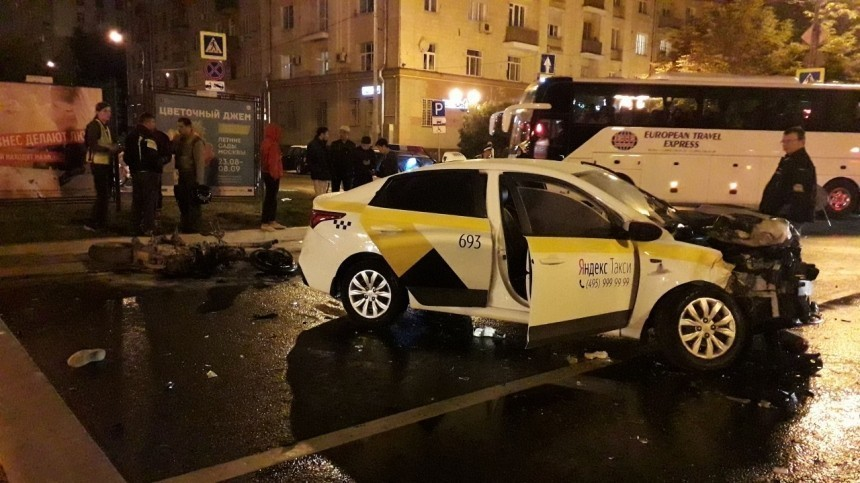 Жуткие кадры: Вогненном ДТП вМоскве погиб сын миллионера ипоэтессы