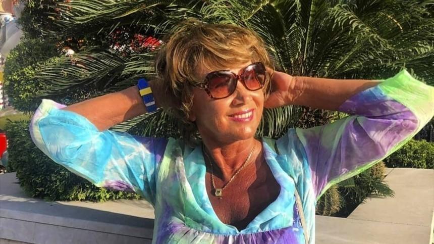 Пожилая экс-супруга Прохора Шаляпина показала ножки вкоротких шортах— фото