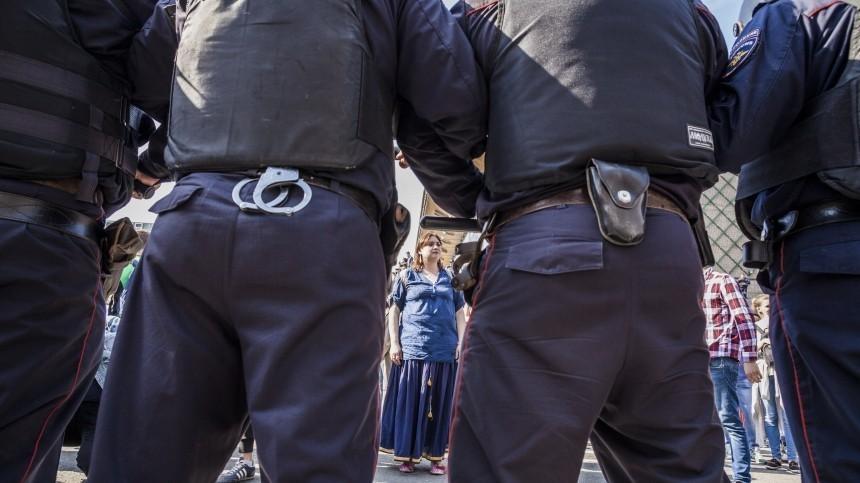 Около тысячи человек собрались нанезаконный митинг вцентре Москвы