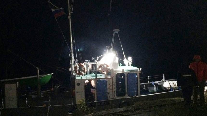 Пять часов вКарелии спасали туристов ссевшего намель судна