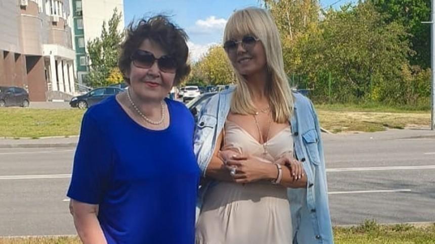 «Держится бодро»: 81-летняя мама Валерии снова начала ходить