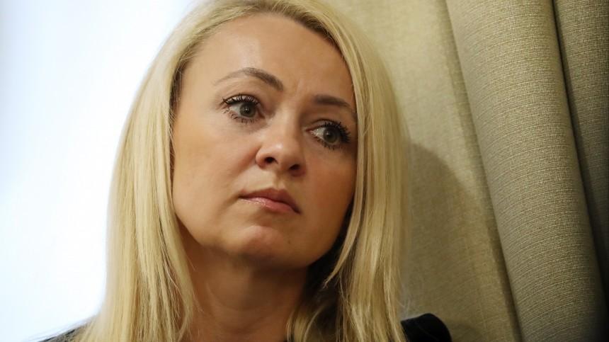 Видео: Яна Рудковская вышла снедовольным лицом сосвадьбы Собчак иБогомолова