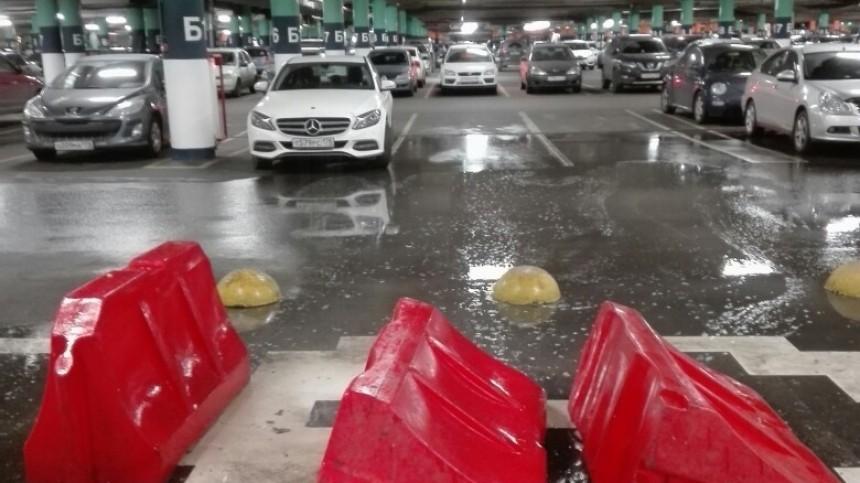 вода полилась потолка парковке мега дыбенко петербурге