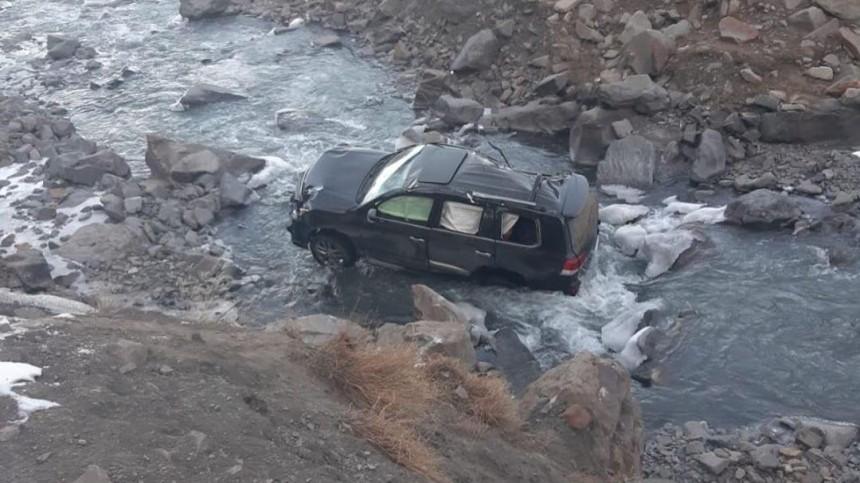 Видео: Машина сохотниками сорвалась впропасть вДагестане