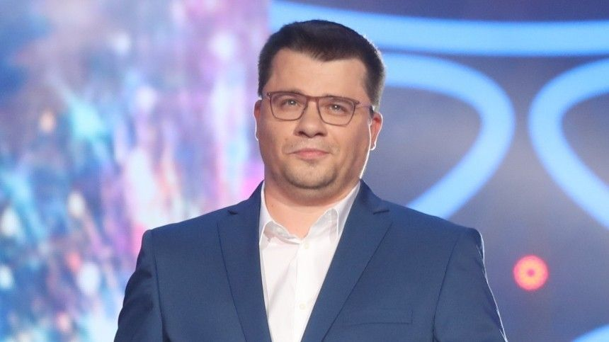 «Костюм сутяжкой?»— Гарик Харламов удивил фанатов худобой— фото