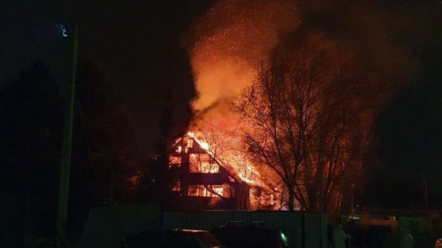 Видео: Жилой дом вспыхнул вподмосковном Красногорске