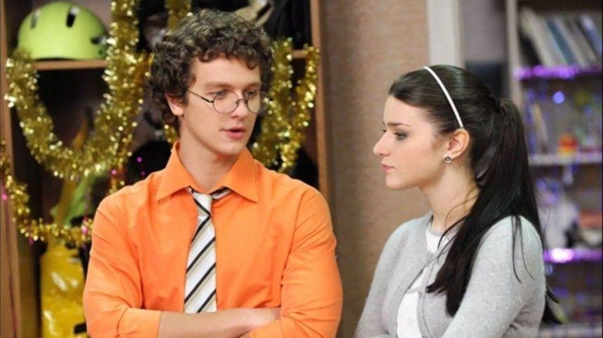 Неузнать! Как изменился исполнитель роли Веника в«Папиных дочках»?