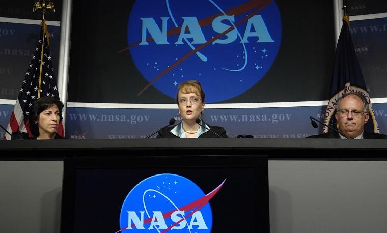 Сумка Армстронга слунной пылью ушла наторгах за $1,8 млн