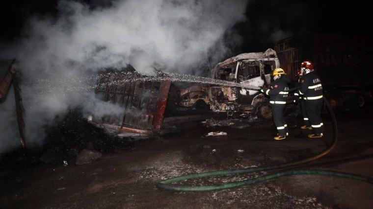 СМИ Китая назвали причину пожара возле химического завода