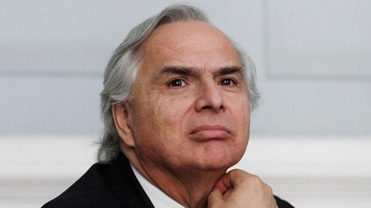 Глава МВД Чили покинул президентский дворец спереломом иушибами