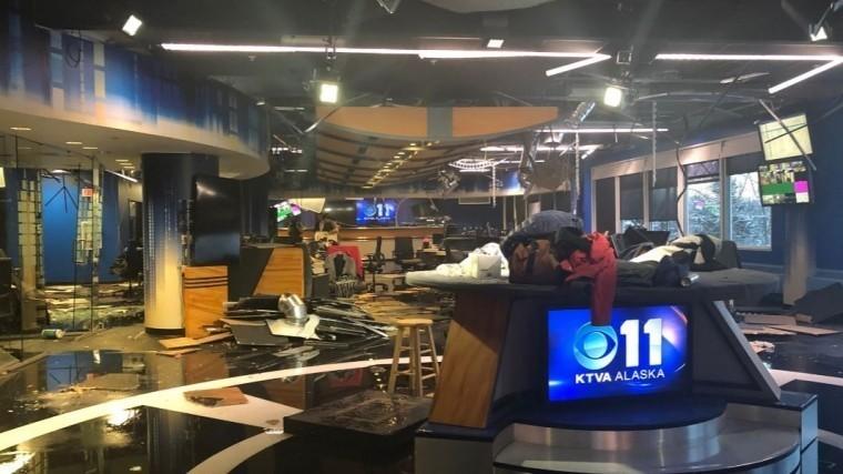 Землетрясение наАляске разрушило телестудию— фото