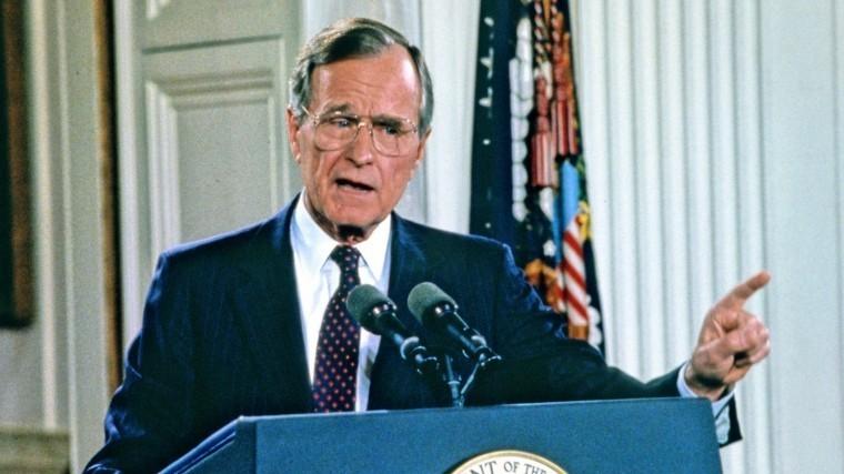 «Ножки Буша»: Эксперт рассказал, чем россиянам запомнился Джордж Буш-старший