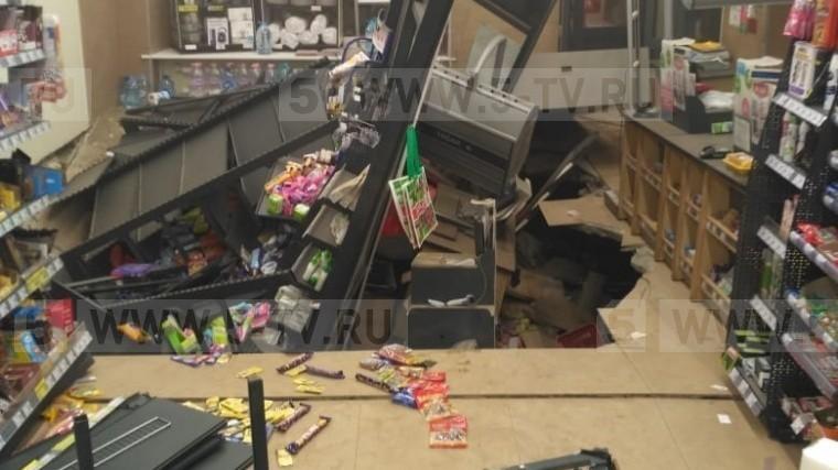 Стала известна причина обрушения пола впетербургском супермаркете Spar