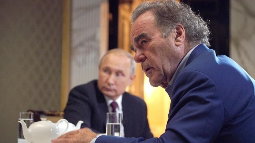 Оливер Стоун попросил Владимира Путина стать крестным своей дочери