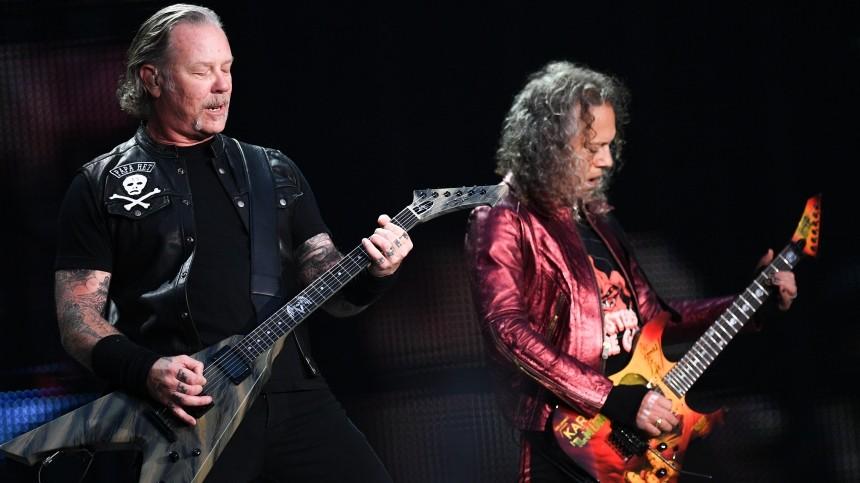 Опубликована «шпаргалка» Metallica стекстом песни Цоя для концерта в«Лужниках»