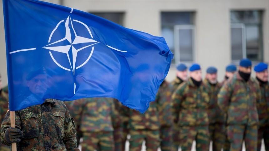 Жители Приамурья разглядели солдата НАТО наобновленном памятнике героям ВОВ