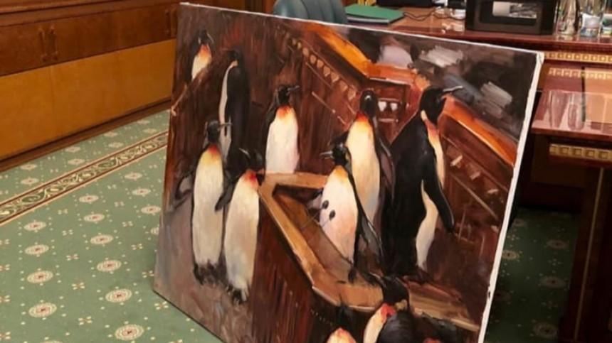 Офис Зеленского украсили картины с изображением шаурмы и пингвинов в Раде