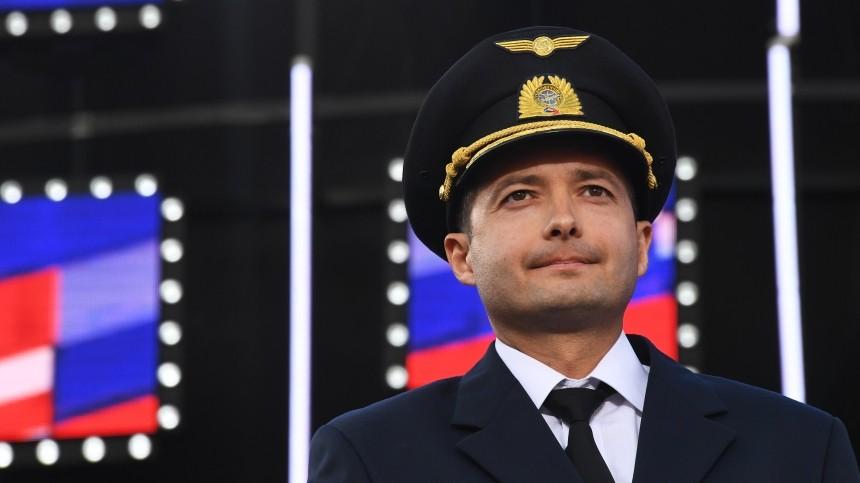Летчик-герой из«Уральских авиалиний» вернулся кполетам