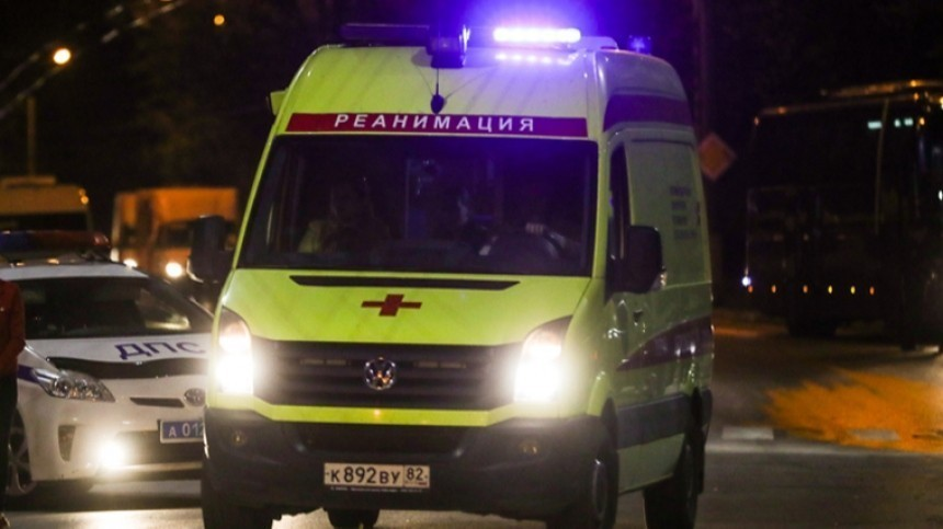 Шокирующие кадры: Машина раздавила голову лежащему надороге пешеходу вЕкатеринбурге