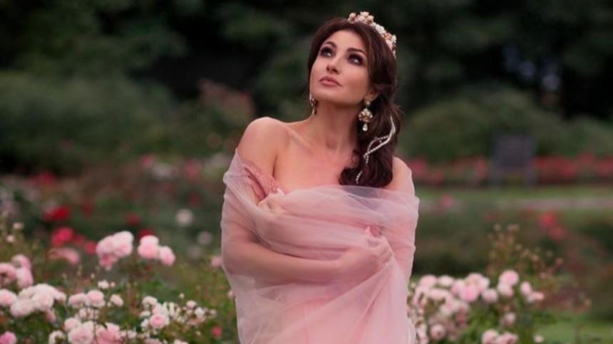 «Роскошная!» Анастасия Макеева вошла вморе впрозрачном платье
