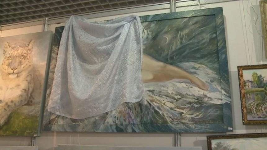 Навыставке вЕкатеринбурге накартинах заклеили обнаженных женщин