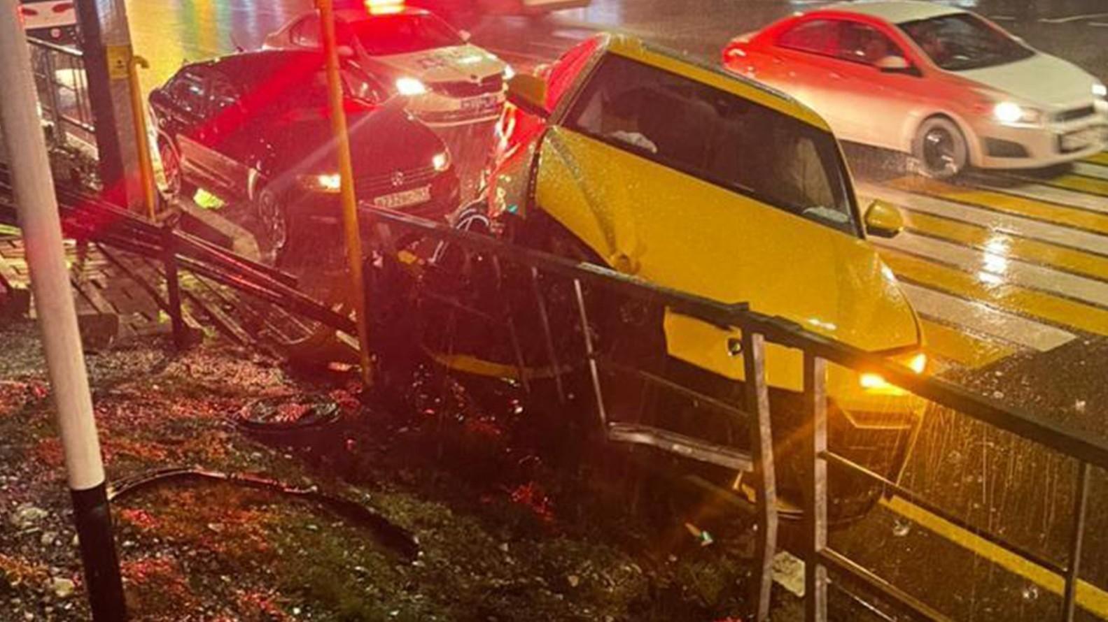 Видео: молодой лихач разбил под Сочи Lamborghini знакомой Моргенштерна