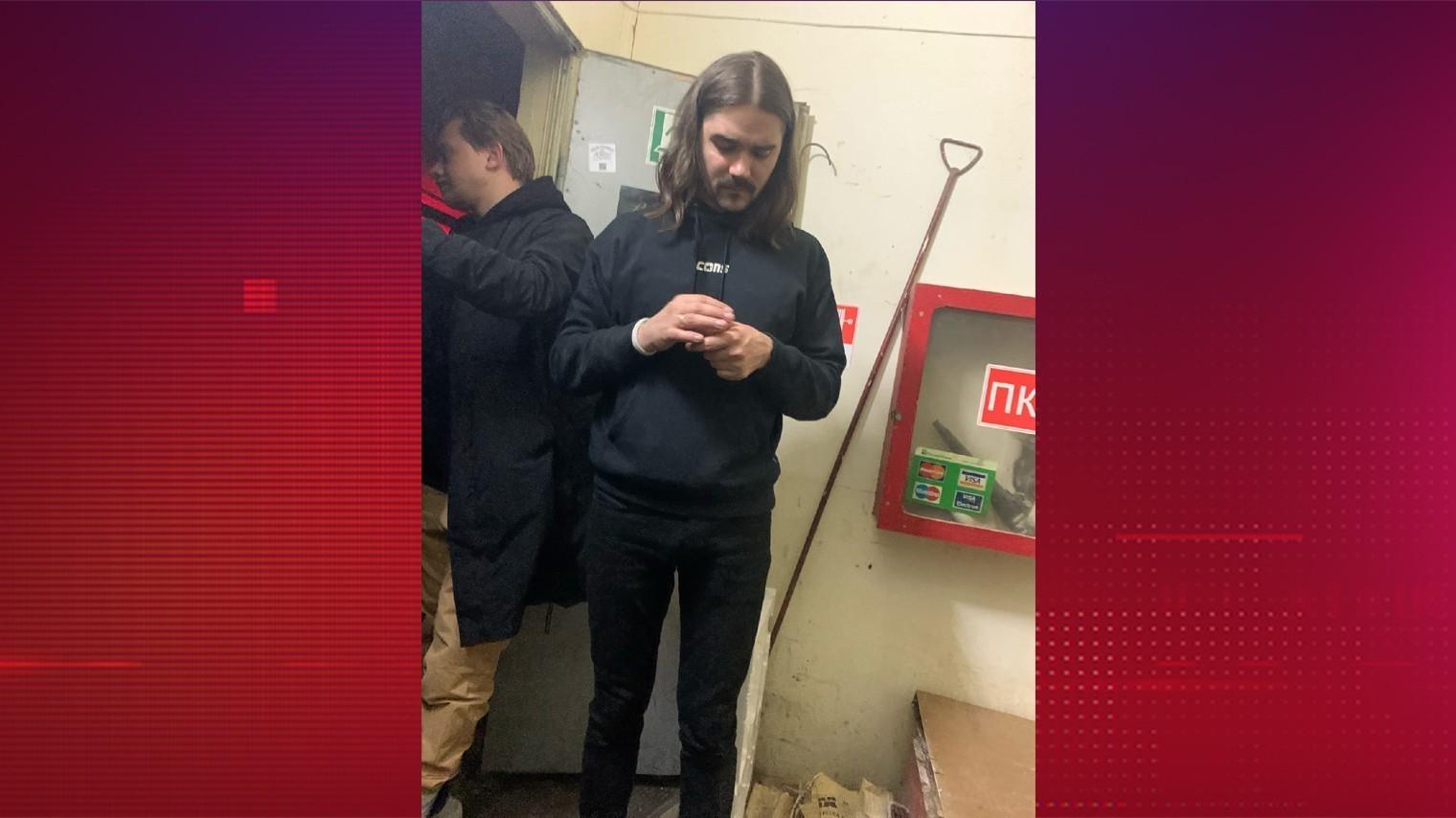 В сети сообщают о пьяном дебоше лидера петербургской группы The Hatters в Нижнем Новгороде