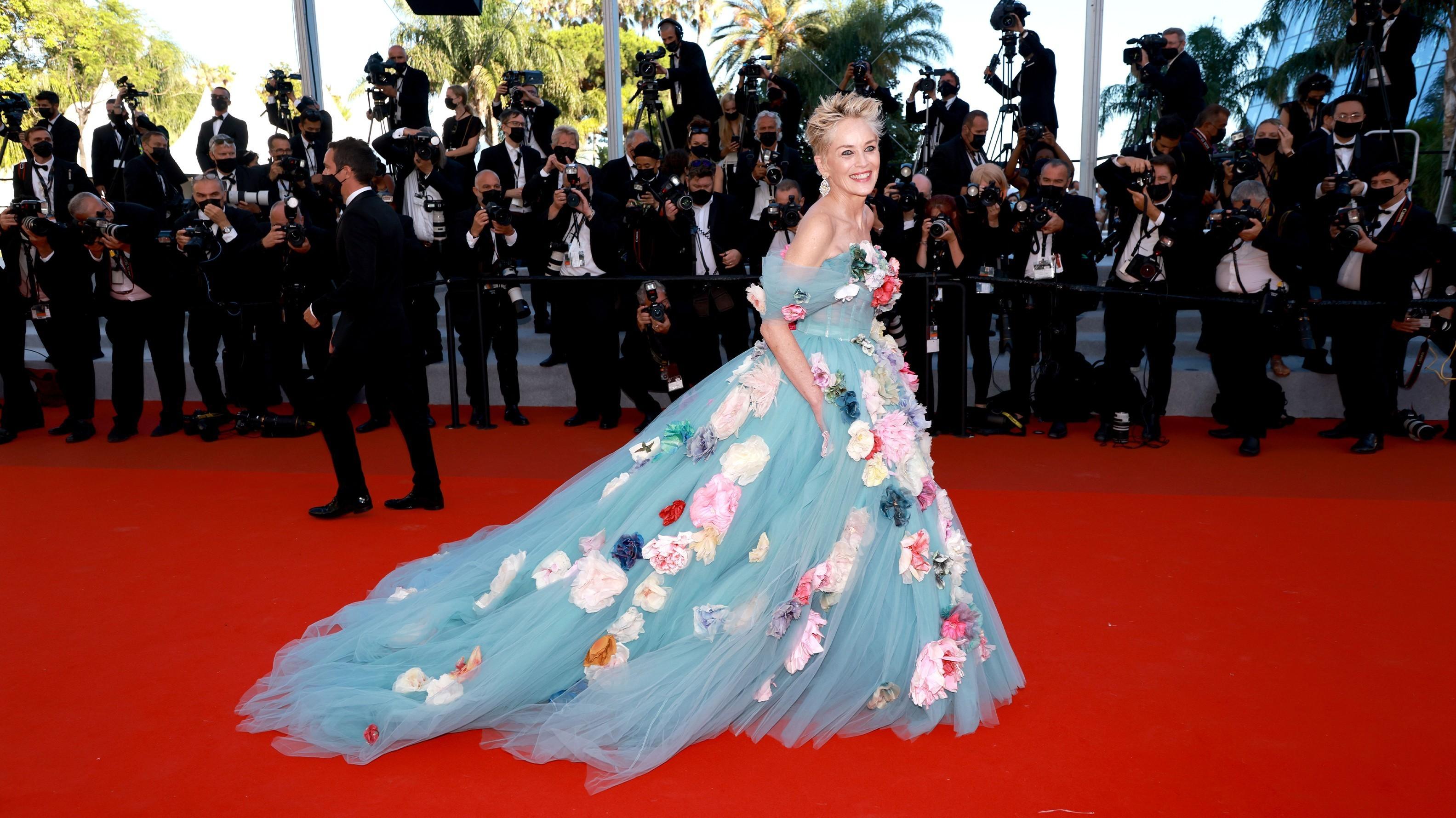 Куда смотрели стилисты? —Фото худших нарядов звезд наКаннском фестивале-2021
