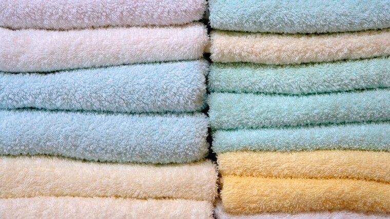 После каждой стирки мягкие ипушистые махровые полотенца становятся все более жесткими. Мыподскажем несколько хитростей, которые помогут этого избежать.