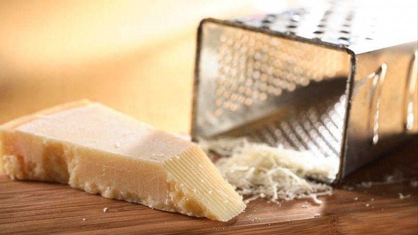 Натереть сыр натерке,— казалосьбы, что может быть проще? Нокаждая хозяйка знает,— итерка, исыр могут подвести ииспортить кулинарный шедевр. Напомощь придет наш догениального простой лайфхак.
