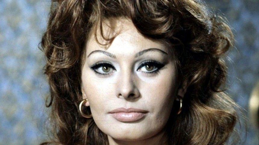 Она была самой обаятельной исексуальной актрисой Италии всередине прошлого века, асейчас— живая легенда кинематографа. Софи Лорен— 87лет.