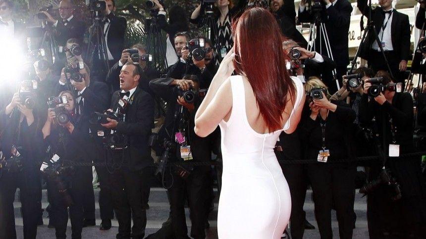 Голые спины, груди иживоты: ТОП-5 образов напремии Critics' Choiсe Awards 2020
