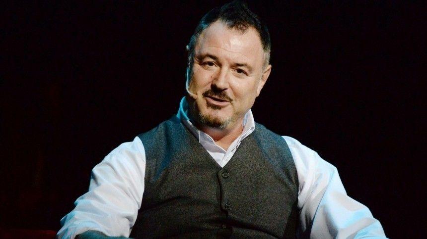 Певец имузыкант Максим Леонидов дал интервью для 5-tv.ru, где рассказал отворческих планах исекрете многолетнего успеха насцене.