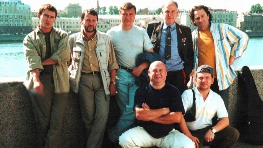 Ровно 20 лет назад наэкраны вышел знаменитый сериал омилиционерах. Его герои прославились навсю страну, однако после закрытия проекта жизнь многих изних пошла под откос.